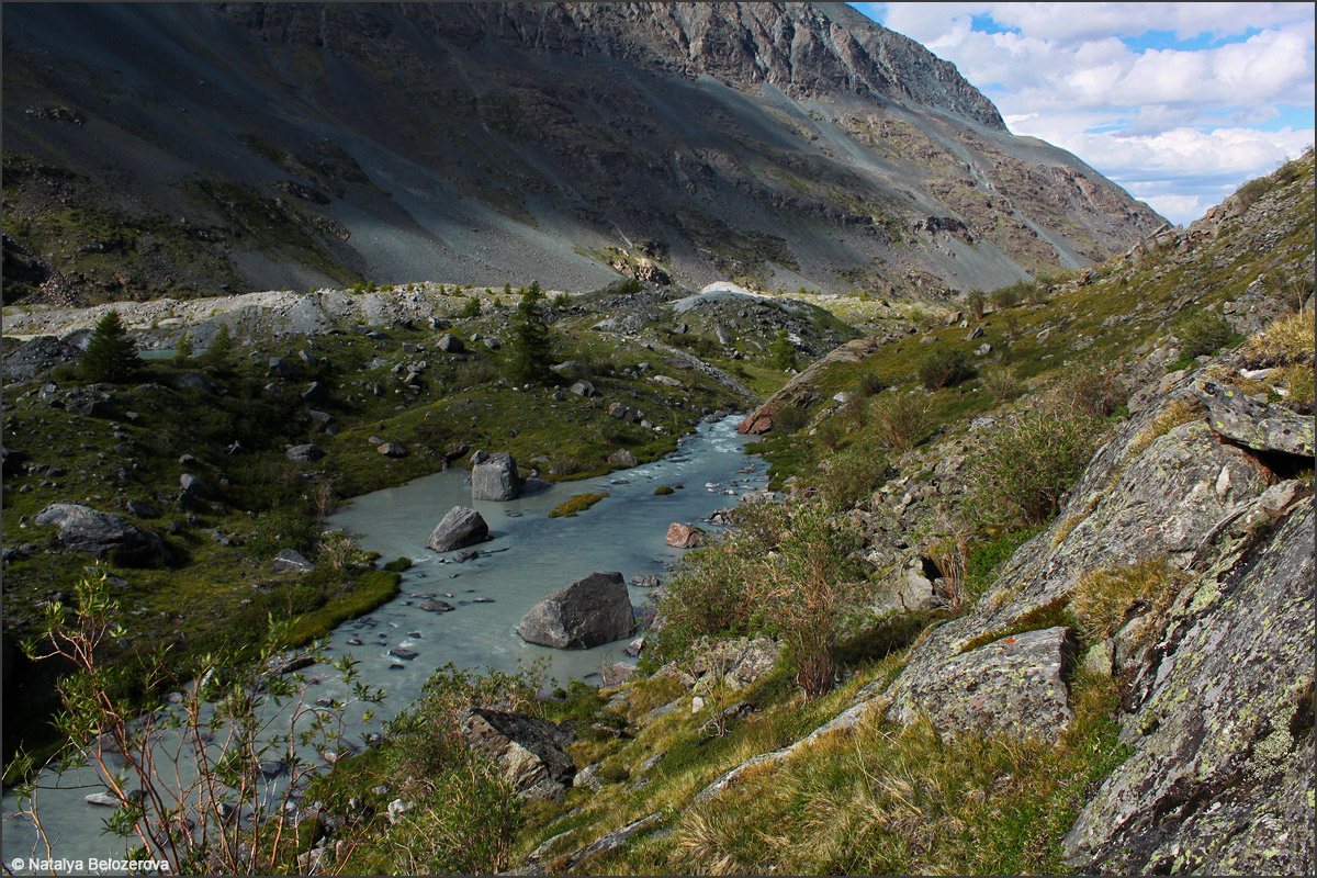 Долина Аккола. Ручей с ледника Удачный