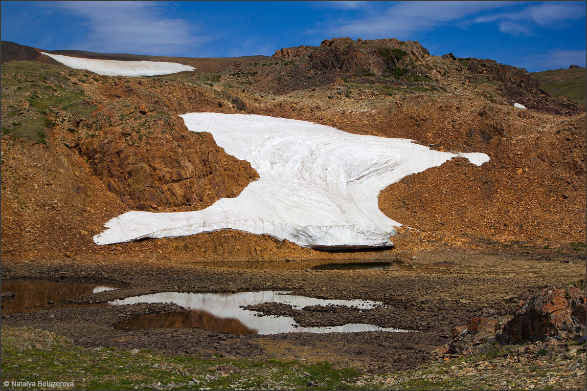 Снежник под перевалом Карагем
