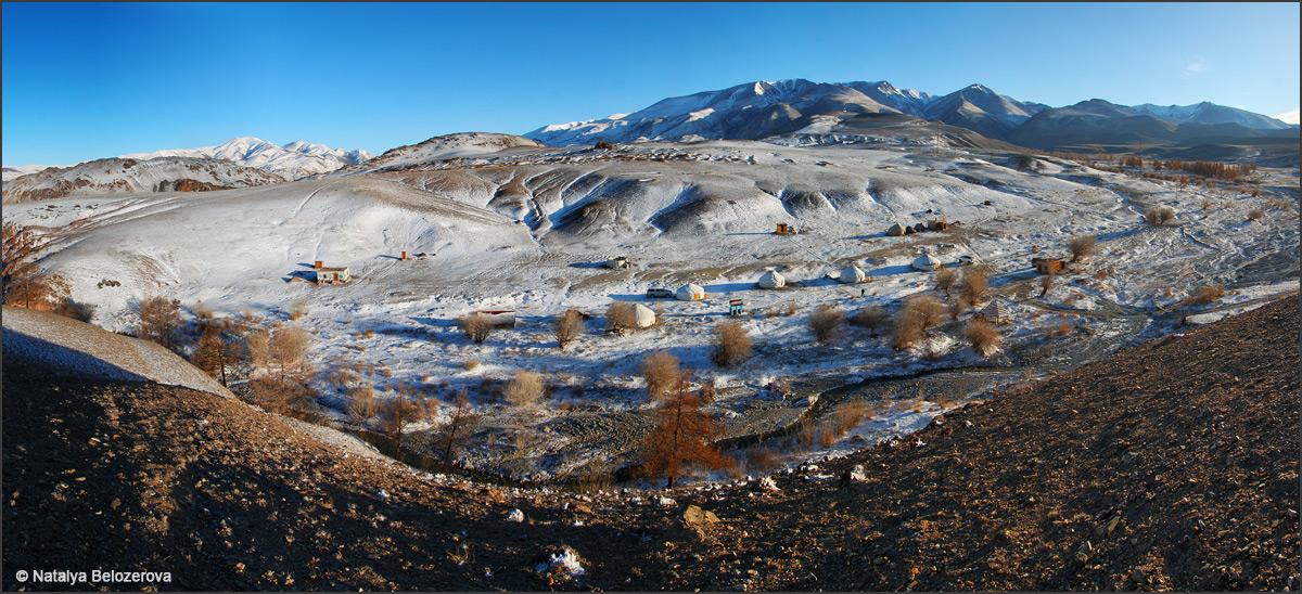 Долина Тыдтуярык. Вдали Курайский хребет