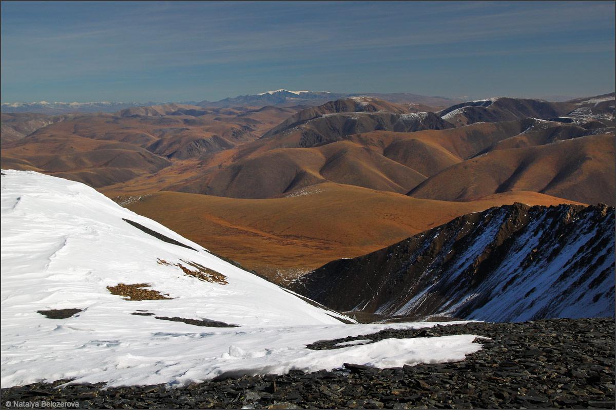 Монгун-тайга с вершины Сайлюгем. Хребет Чихачева