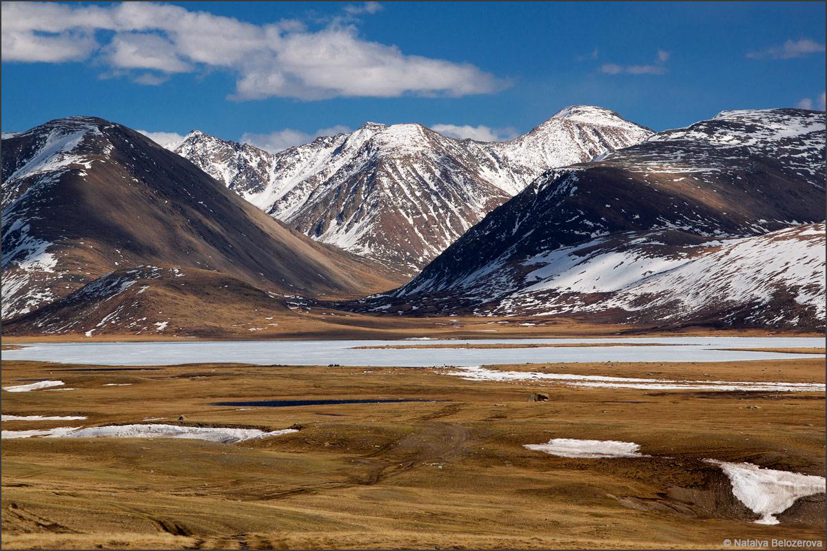 Чуйская степь. Озеро Киндыктыкуль и хребет Чихачева