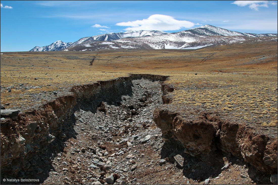 Разломы землетрясения 2003 года по пути в долину Елангаш