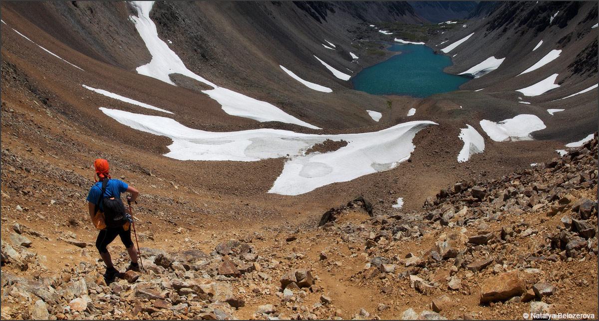Спуск к озеру Паспалагачиоюк с перевала Томич