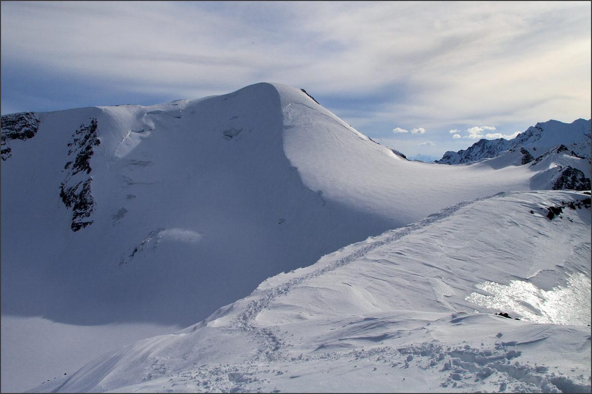 Снежная с вершины Караташа