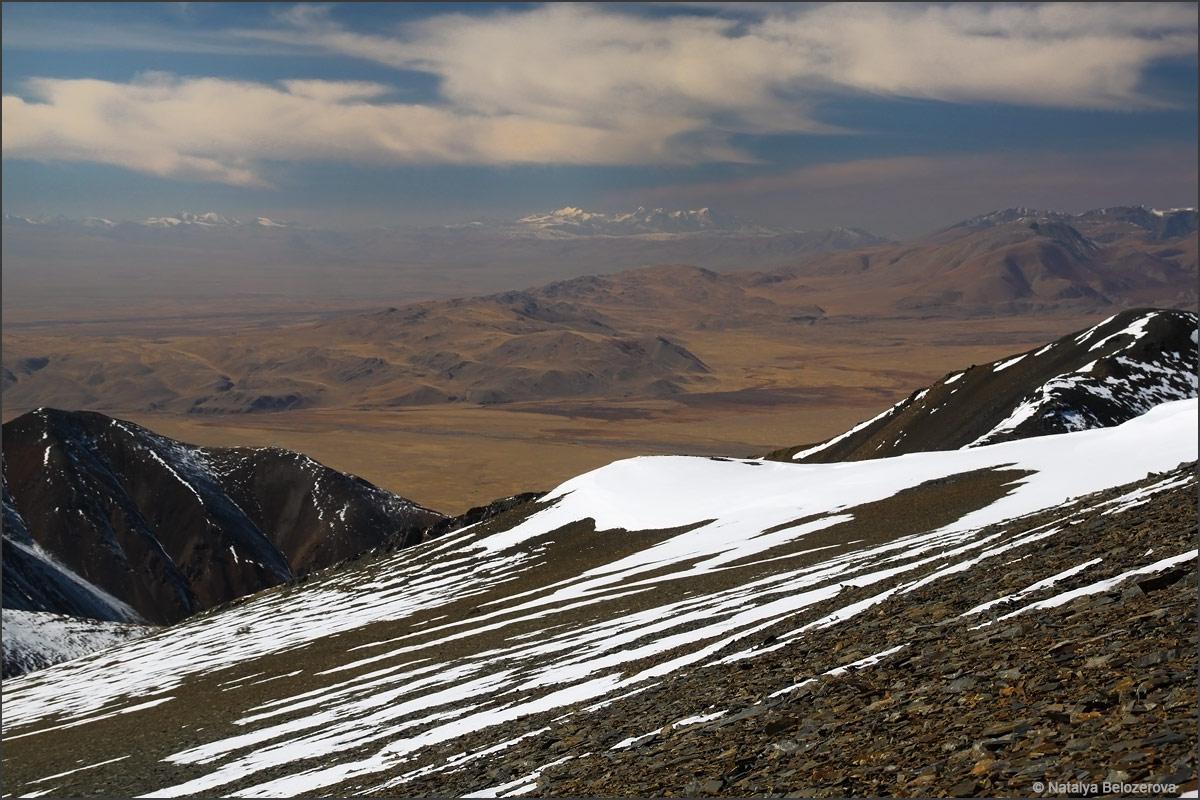 Чуйская степь с вершины Сайлюгем. Хребет Чихачева