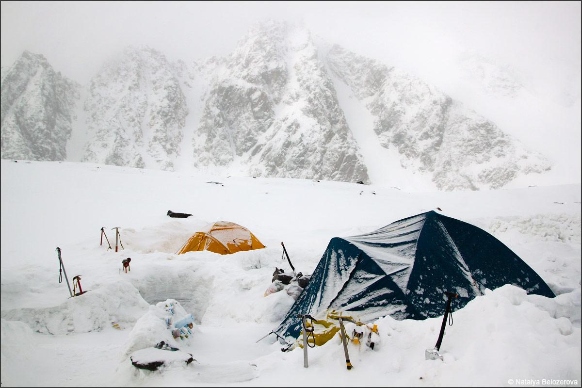 Лагерь на Голобом озере в Актру