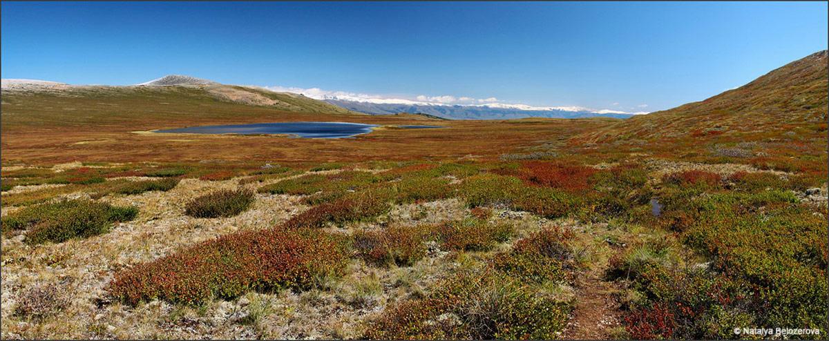Долина Карасу и озеро Карасу на плато Ештыколь