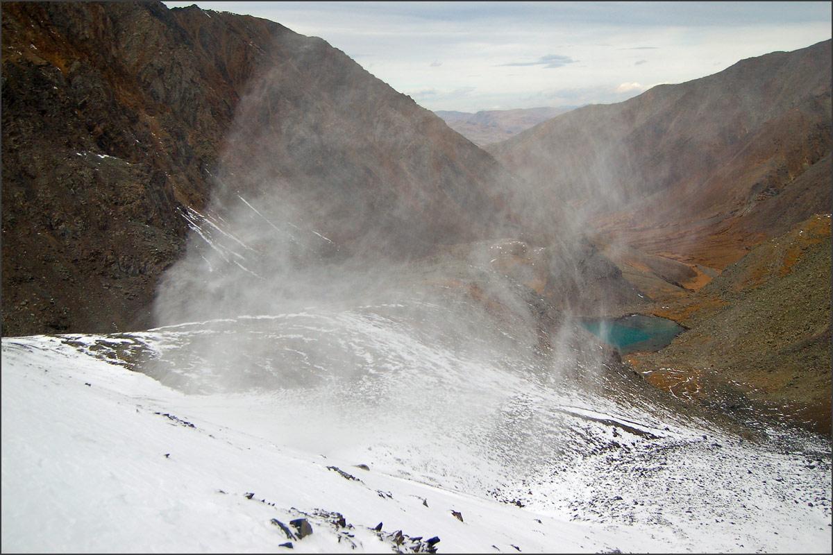 Спуск к озеру по вершиной Талдуайр. Хребет Чихачева