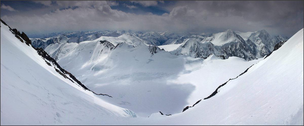 Вид со склонов горы Актру