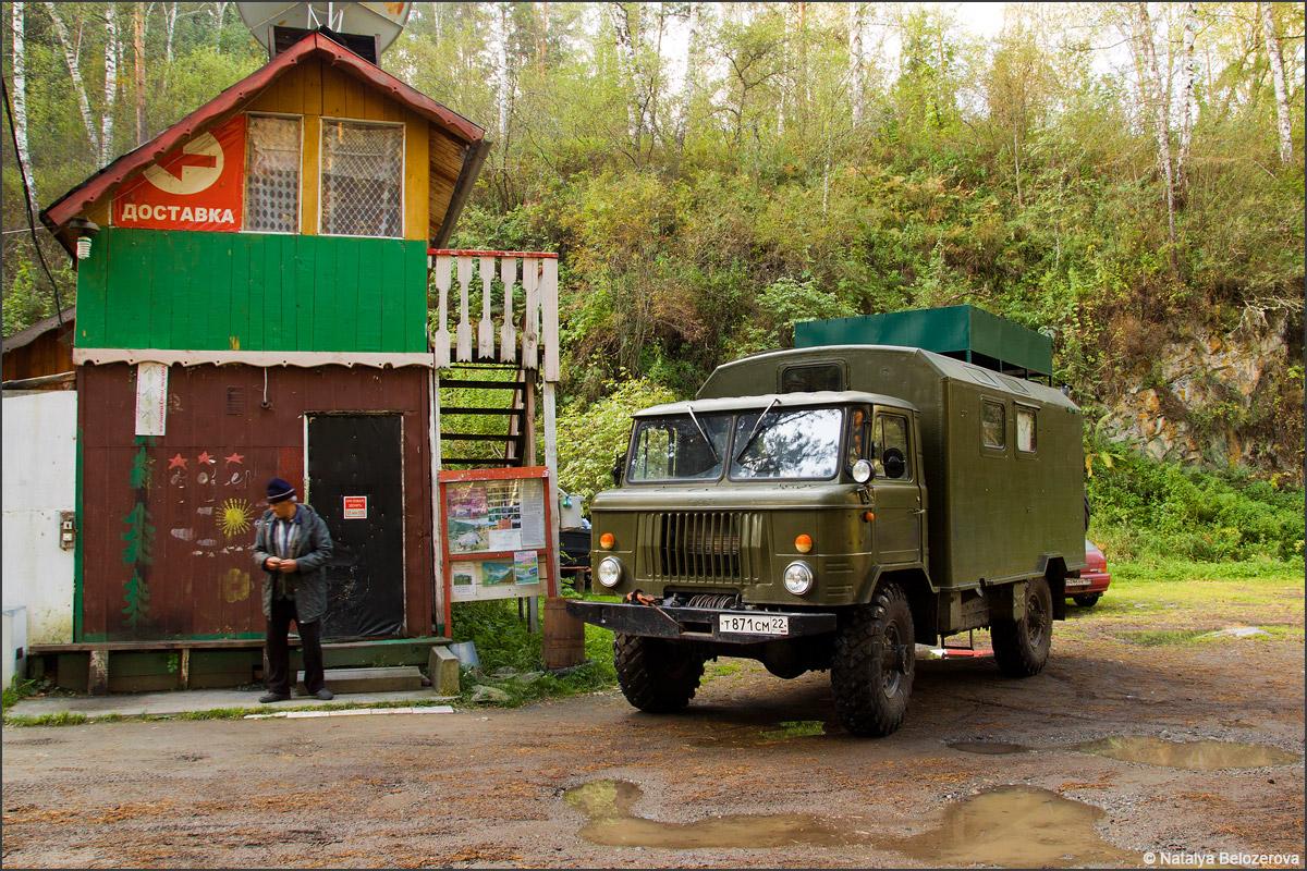 ГАЗ-66 у базы Ареда