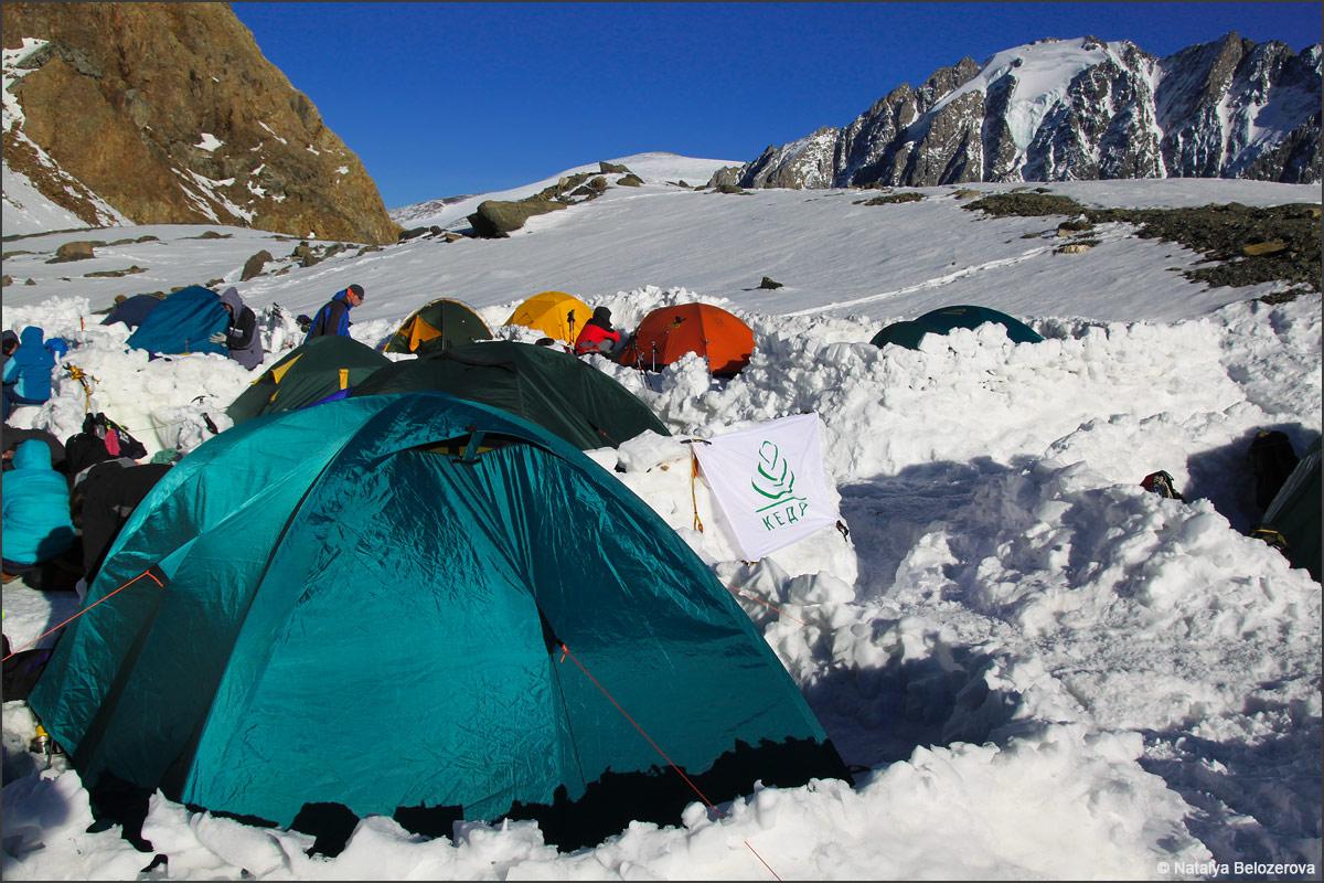 Лагерь на Голубом озере в Актру