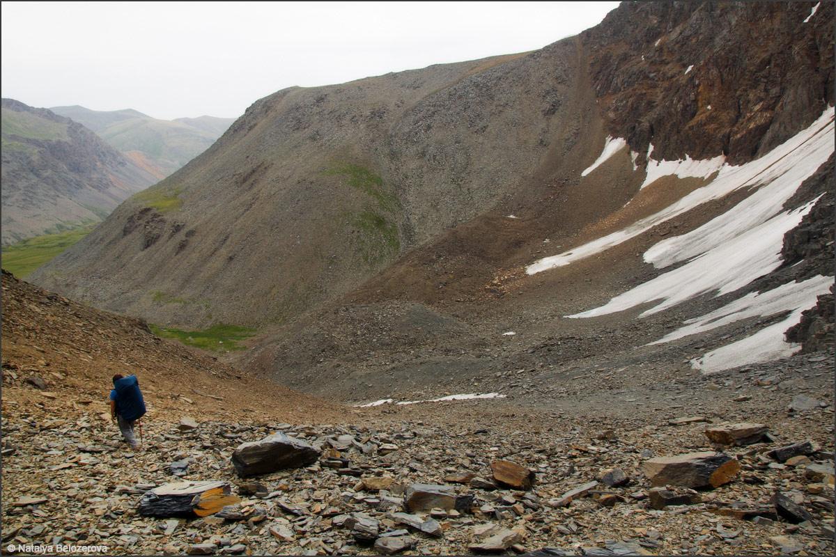 Спуск с перевала Эренбурга в Джело