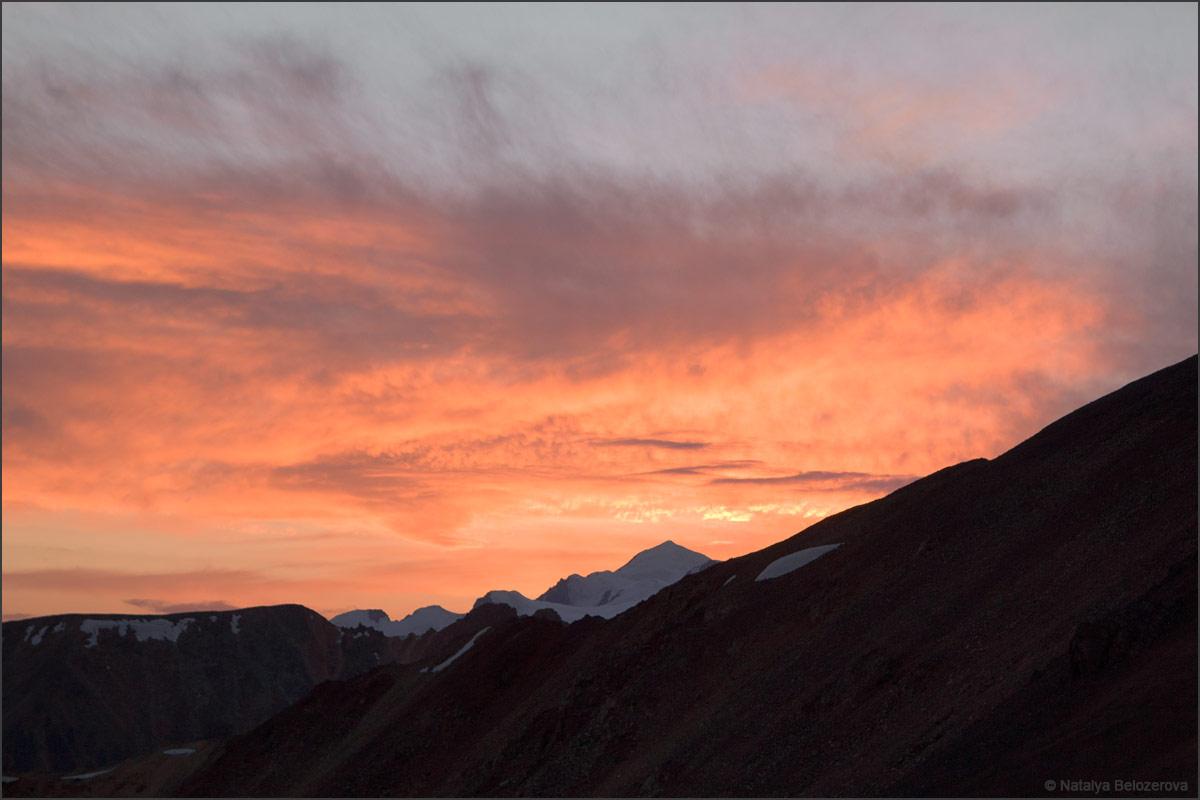 Закат с перевала Эренбурга