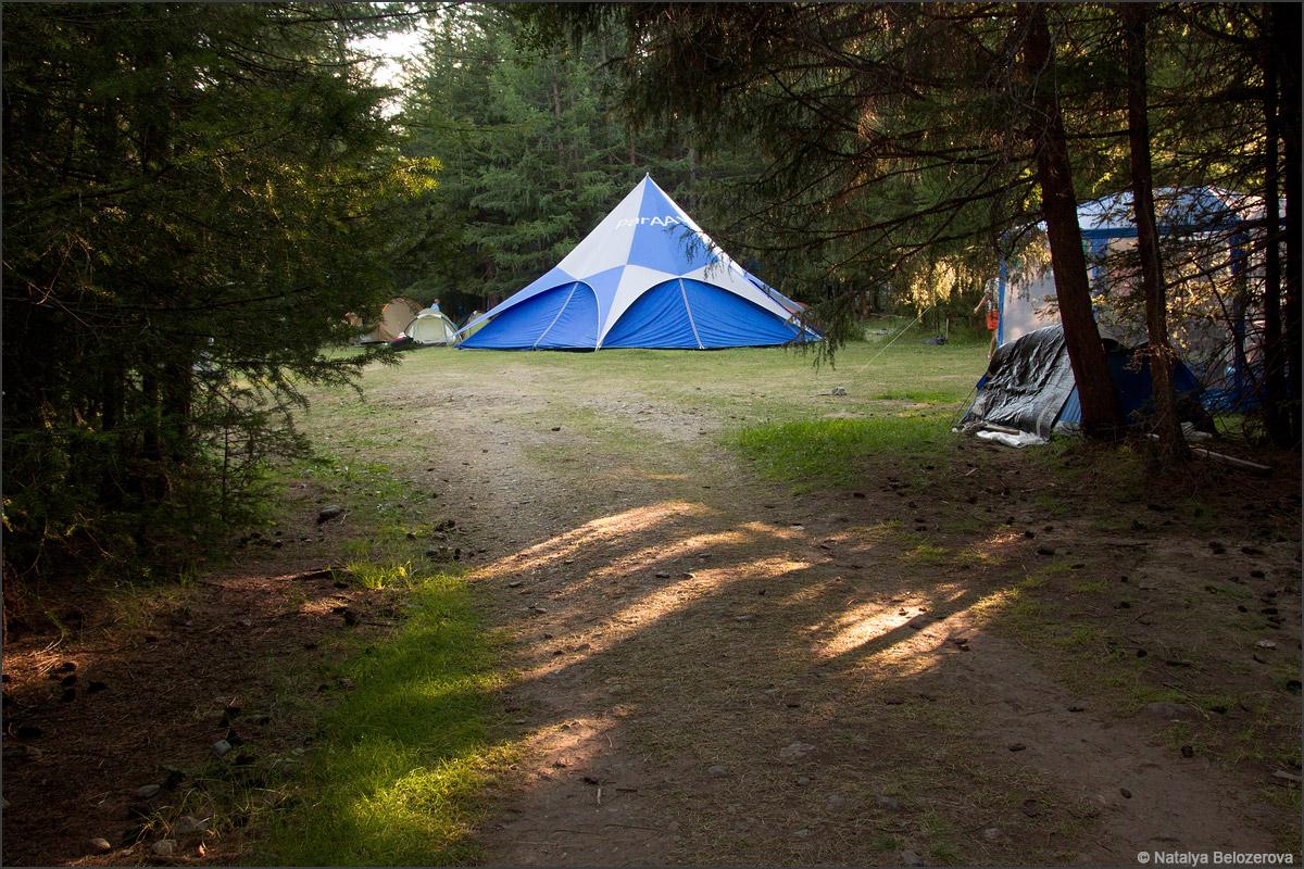 Лагерь парапланеристов в долине Тюргунь