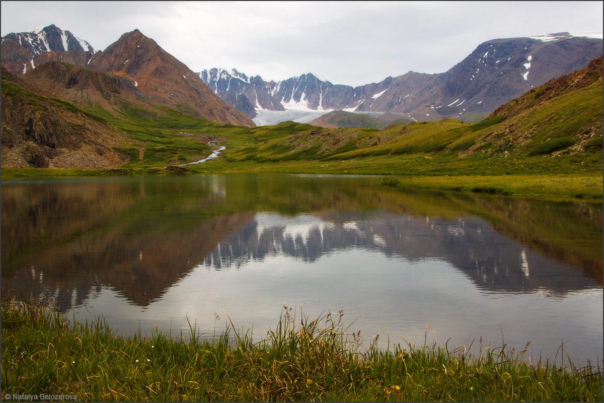 Озерцо на спуске с перевала Эренбурга в Джело